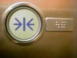 閉ボタンと点字表記