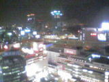 窓からは横浜駅周辺の夜景が一望!